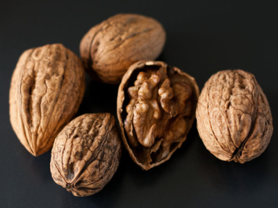 I'm very excited about some local walnuts I got today.These were so easy to open!  Just give it a good whack with the knife handle, and they start cracking (much better than my experience with apricot kernels...)  Probably not very seasonal, but I somehow, whole nuts always makes me think of autumn.